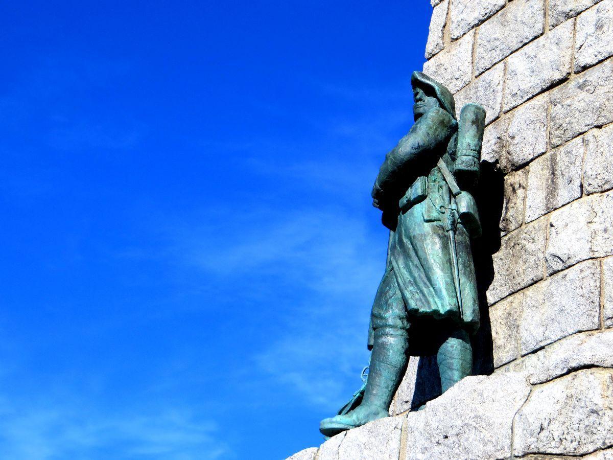 Monument dédié aux Diables Bleus (surnom des Chasseurs Alpins)