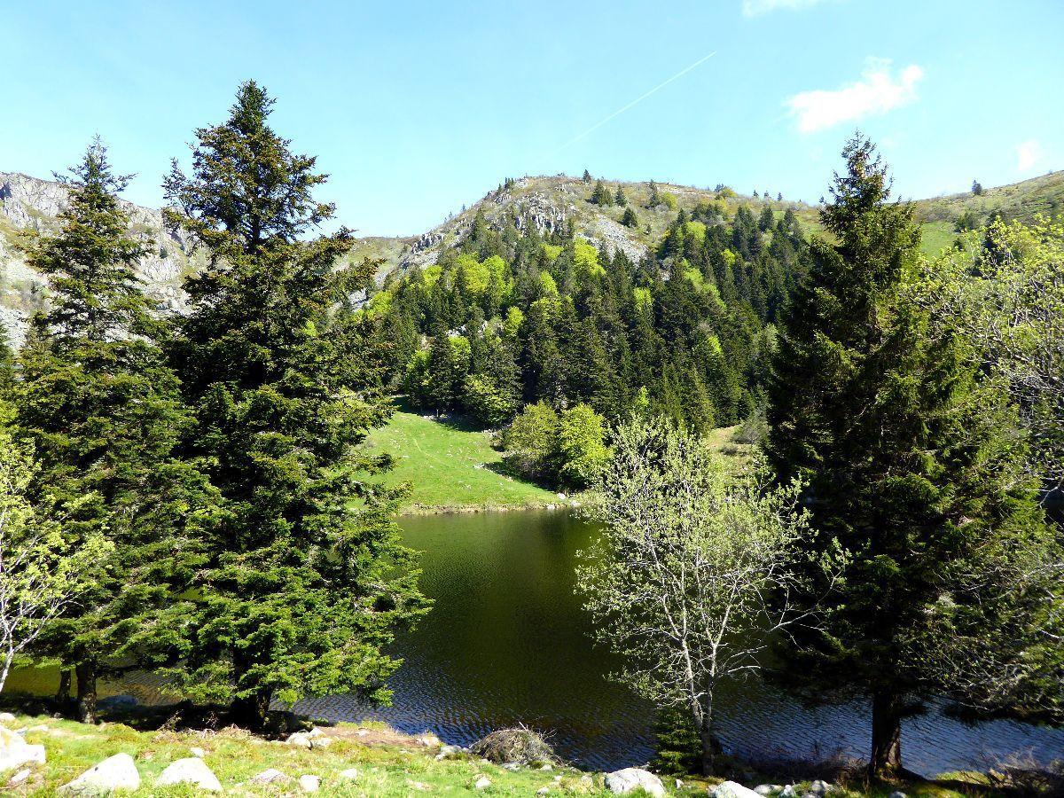 Lac du Forlet et rochers du Altenkraehkopf