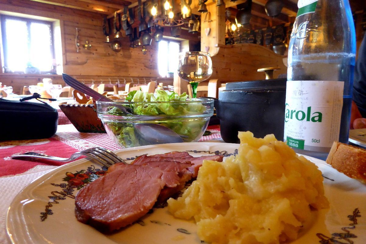 L'assiette du marcheur (viande de porc fumée et toffaille)