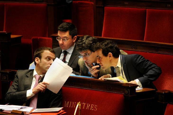 Photo d'Emmanuel Macron avec ses conseillers à l'Assemblée Nationale, Janvier 2015. Photo prise sur le compte facebook de Stéphane Séjourne&#x3B;