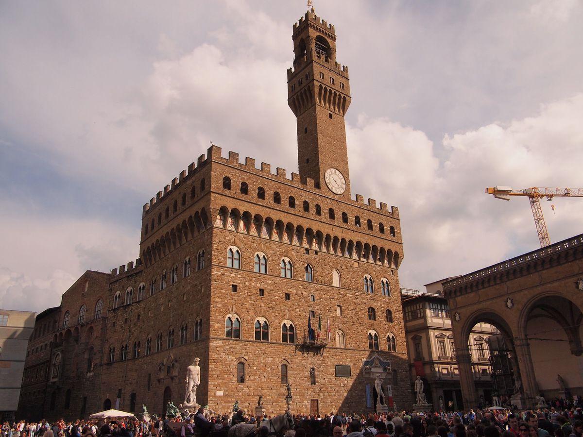 Un aspect du Palazzo Vecchio surmonté d'un beffroi: la Torre d'Arnolfo.