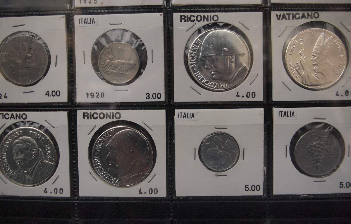Des pièces originales ou reproduites à l'effigie de Benito Mussolini à Iseo.