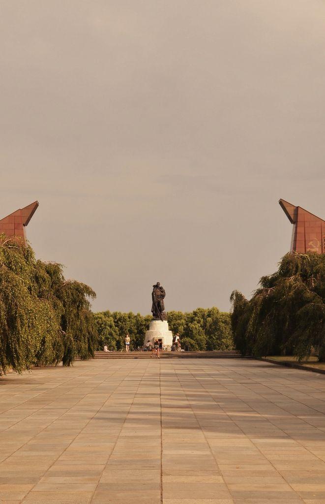 Perspective vers la statue du Libérateur.