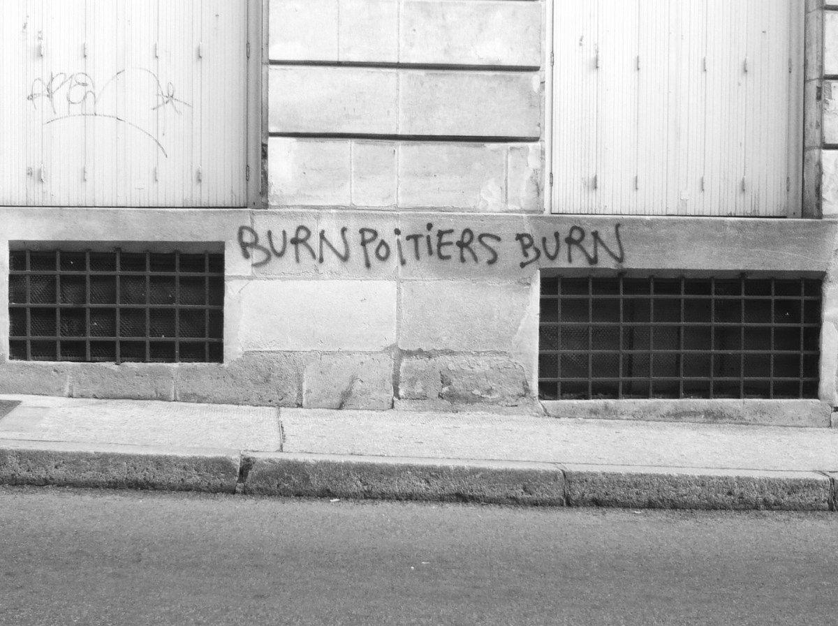 Un tag commis dans la rue Jaurès le Samedi 10 Octobre 2009 à Poitiers.