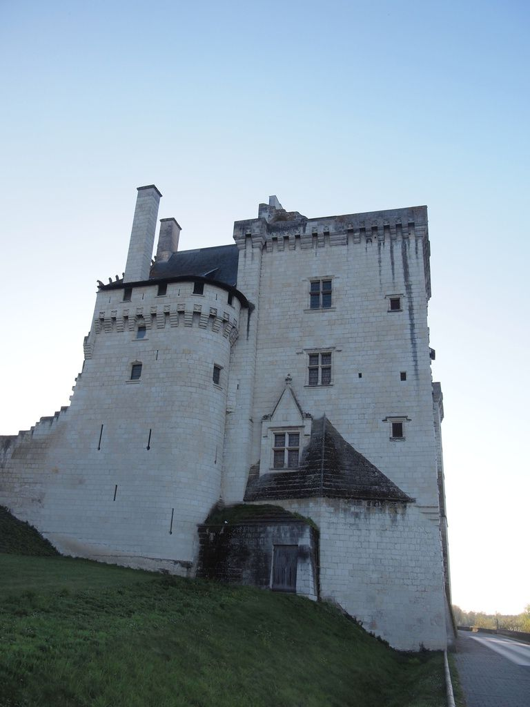 Sur le bord de la Loire, le joli village de Montsoreau (49)