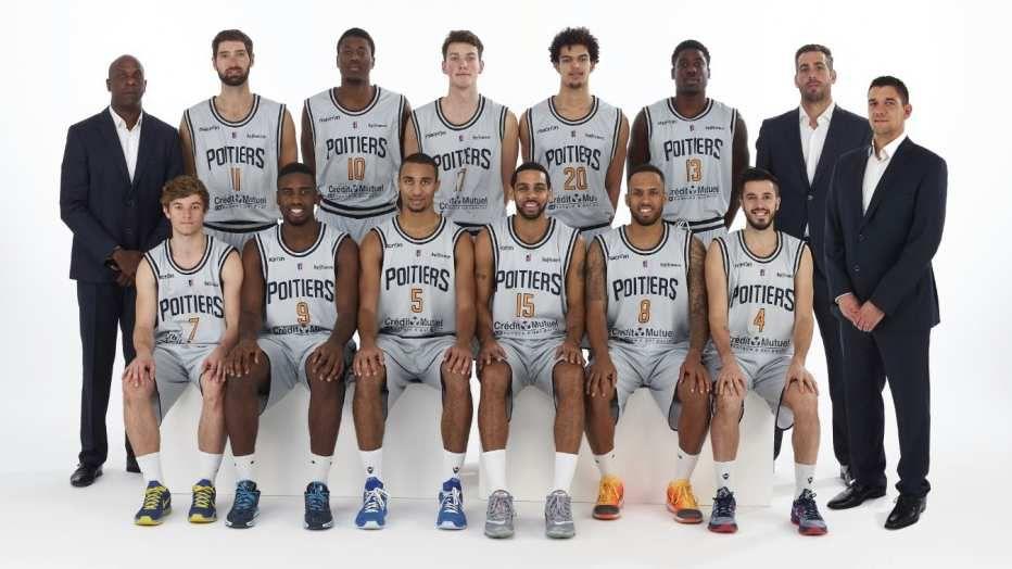 Photo de l'équipe 2015-2016 pris sur la page Facebook du PB86.