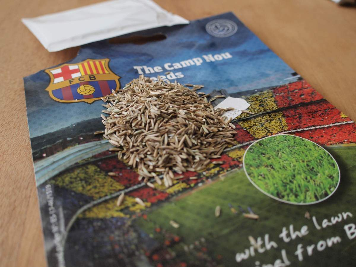Marketing extrême: de l'herbe authentique du FC Barcelone...