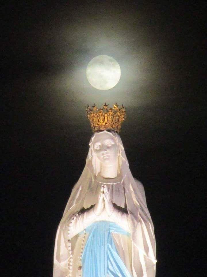 AUX CÔTES DE MARIE ! LE dIABLE CONNAIT SA PUISSANCE ET NE S'EN APPROCHE PAS ...