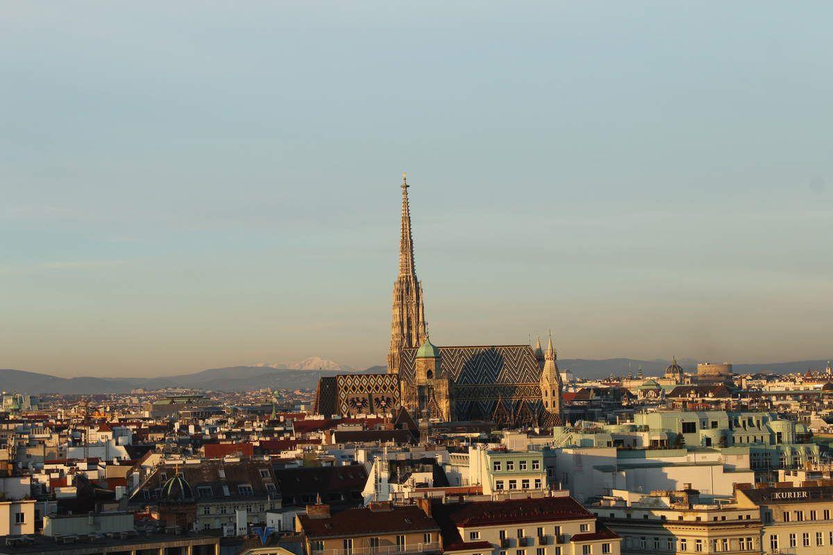 Vue sur la ville, la cathédrale, le matin.