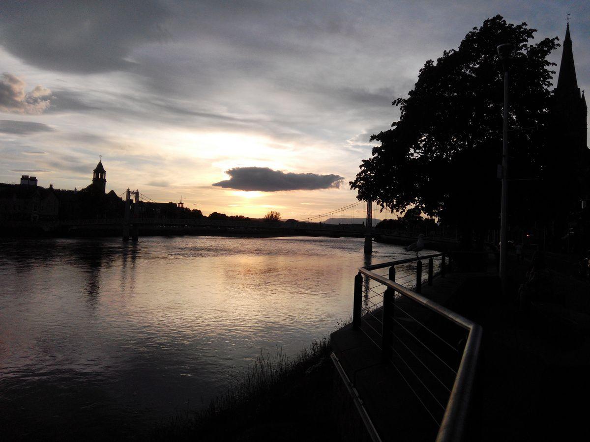 Coucher de soleil sur la Ness, à Inverness (HIghlands)