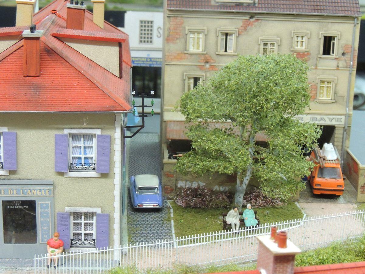 Arrivés de nouveaux commerces près de la gare de BELLEVUE en cours de montage