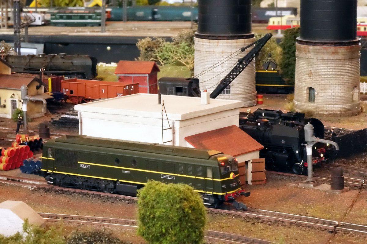 Au dépôt de Noisy-le-Petit, la première 060 DA a fait son apparition en prélude à la disparition prochaine de la vapeur.