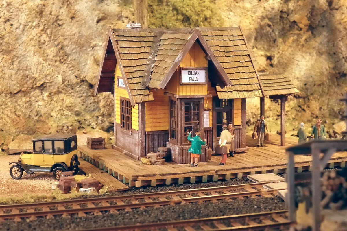 Gare de Killian Fall's (Diorama de Christian Vladich).
