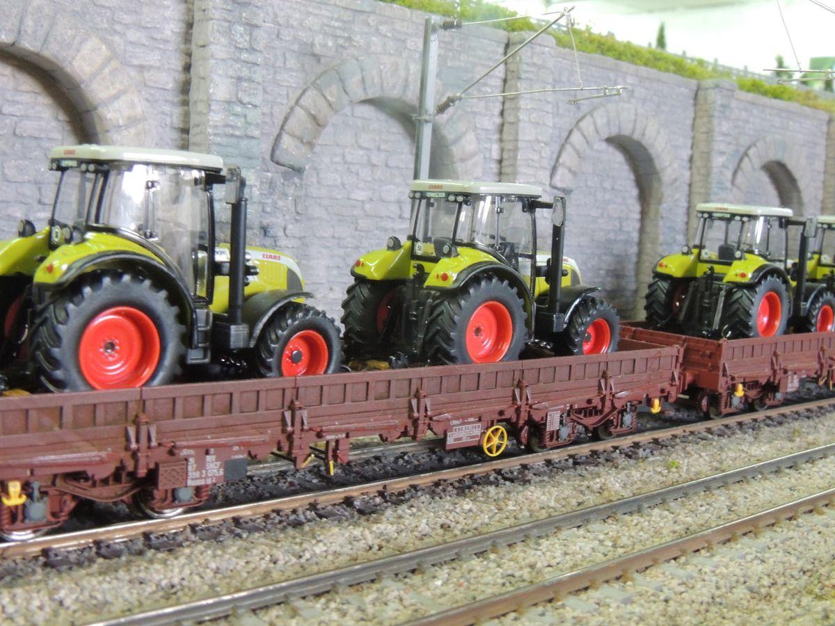 UM BB25151 + 25154en charge d'un train de fret dans la tranchée de BELLEVUE