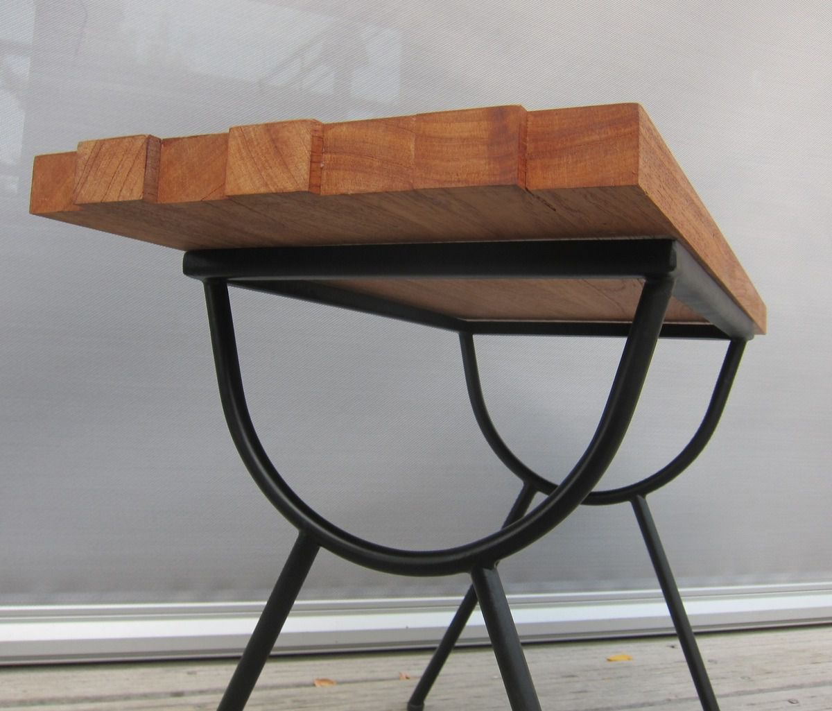 TABLE BASSE 1950 ASYMETRIQUE - 200 euros