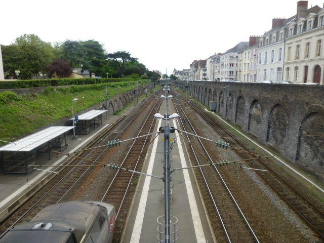 Gare d'Angers, les rails vus du haut, l'arrivée du train, n°2, Cl. Elisabeth Poulain