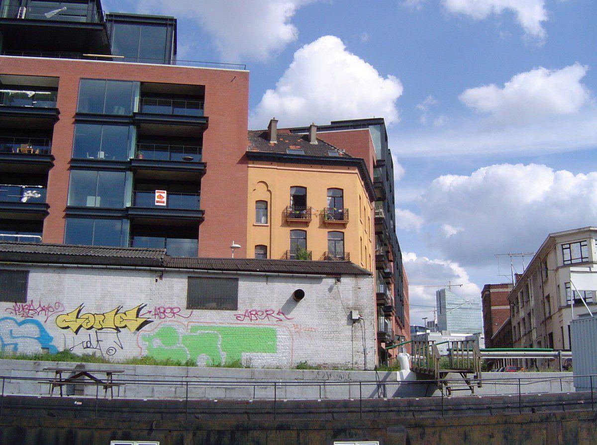 Bruxelles- Séquences télescopage-Immeubles-récents-mur + tags- Cl. Elisabeth Poulain