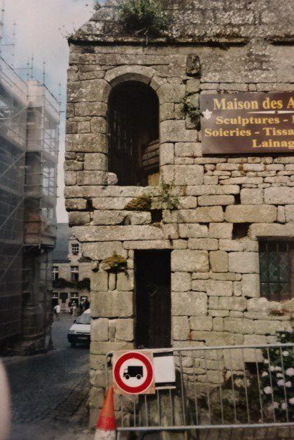 Bretagne littorale-Hôtel-particulier-Façade-ancienne-pierre-sèche-Cl. Elisabeth Poulain