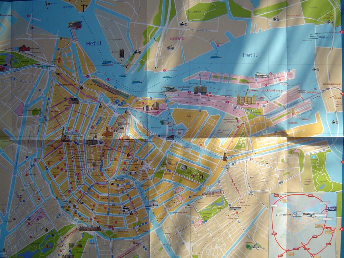 Amsterdam, carte du Centre ancien, Office du Tourisme, Cl. elisabeth Poulain