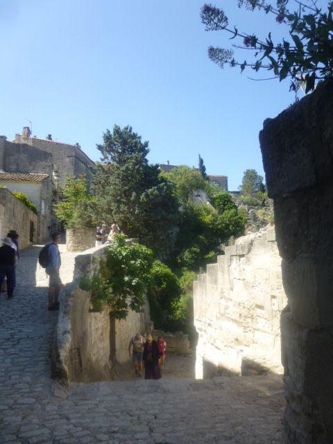 Les Baux de Provence, ruelle et croisement, Cl. Elisabeth Poulain