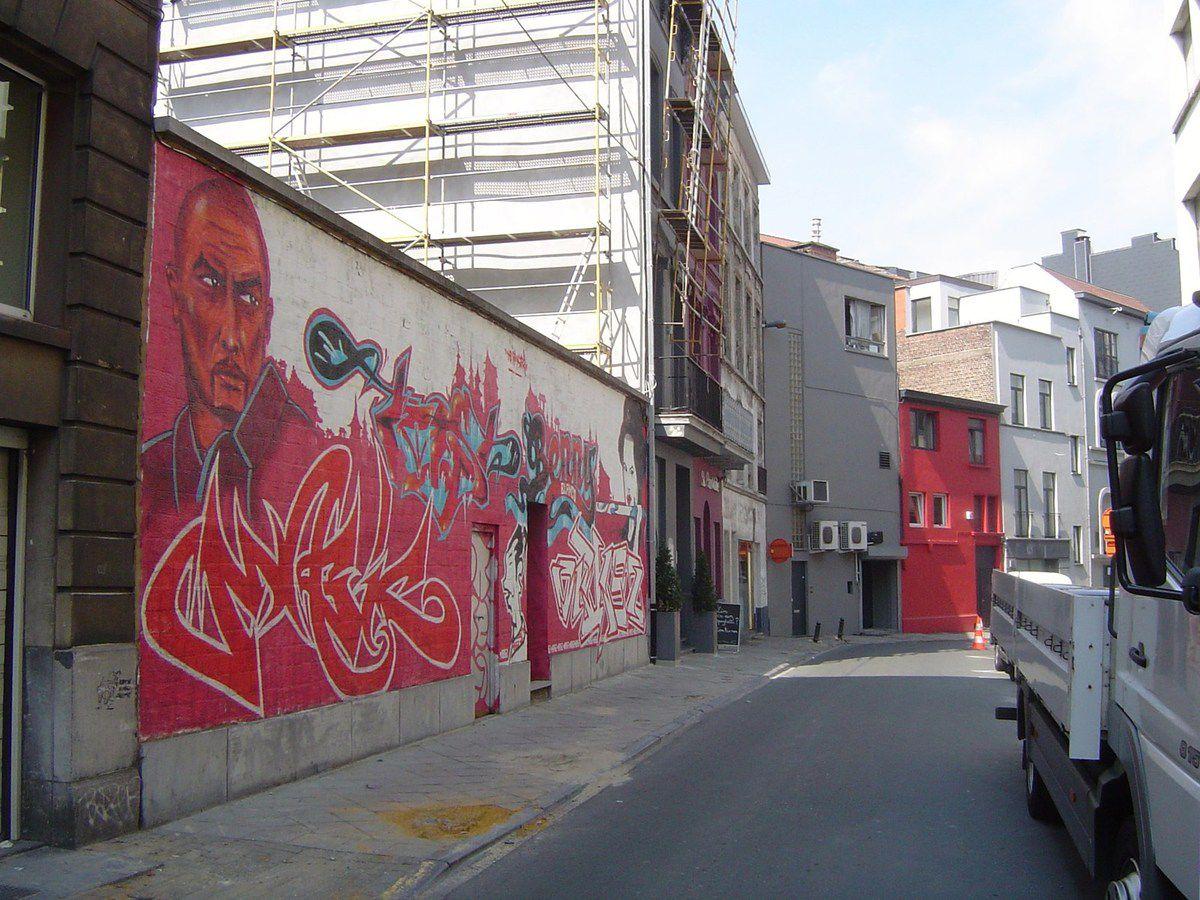 La fresque et la petite maison rouge, Rue Crespel, Ixelles, Bruxelles, Cl. Elisabeth Poulain