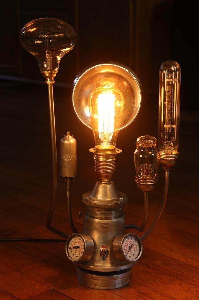 Une fois allumée, l'ampoule Edison emet une lumière très chaleureuse et douce.
