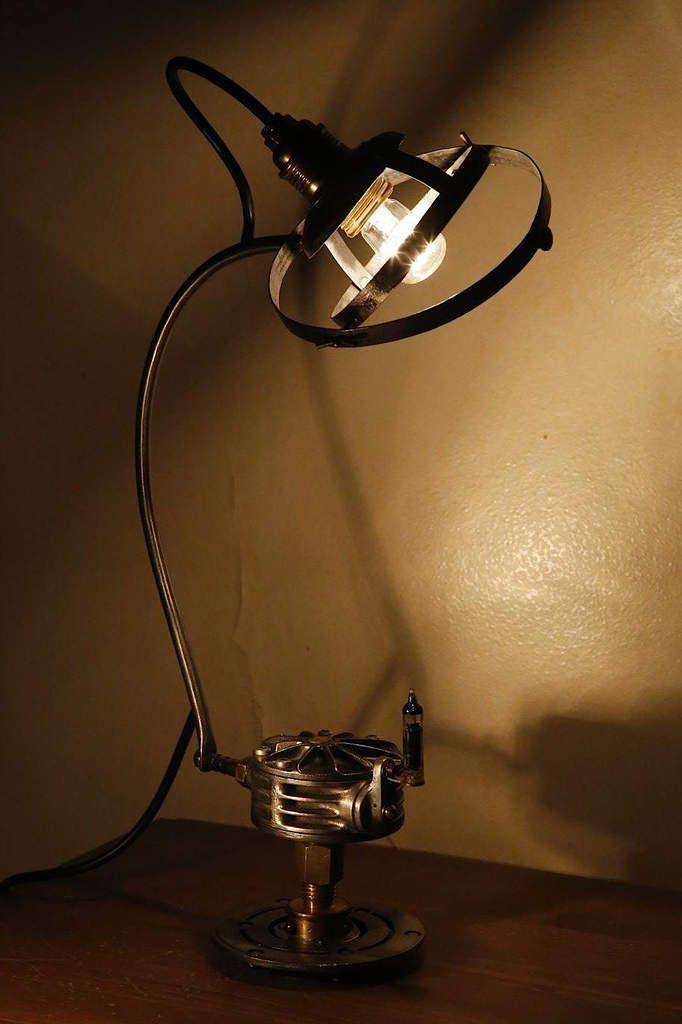 Création lampe récup vintage esprit steampunk, ancienne pompe de laboratoire de chimie, sphère armillaire