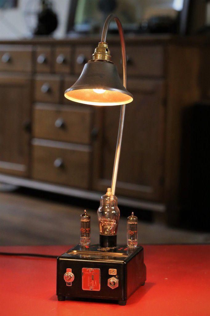 86eb8cee97f Création unique lampe upcycling steampunk voltmètre vintage en bakélite et  lampes tube de radio TSF de
