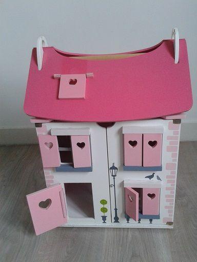 L'histoire du relooking d'une maison de poupées