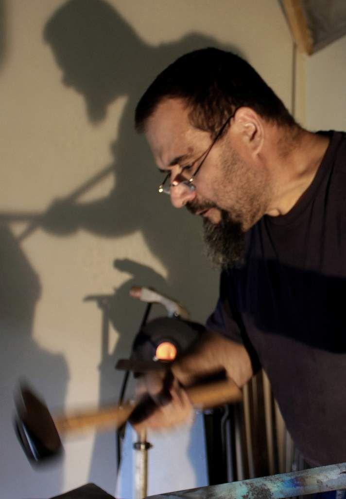 Marcel COVELLO, coutelier d'art dans mon hangar.