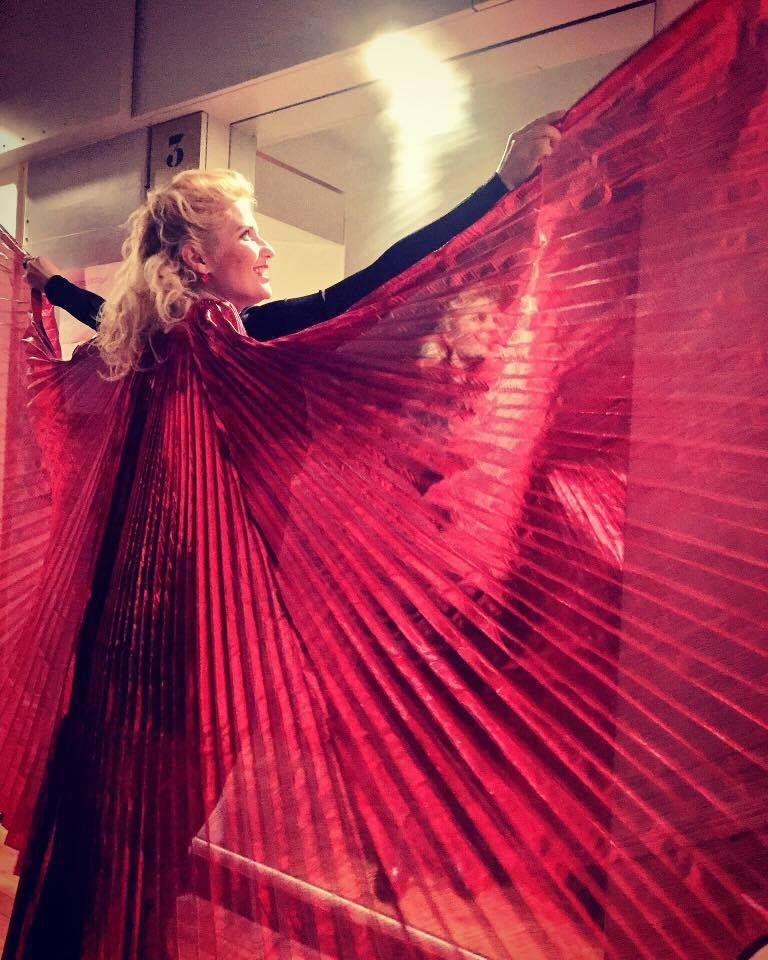 Saint Valentin 14H14 place Marcel Aymé: performances #MontmartreEnchanté avec Véronica Antonelli et #FlyingProject avec Anne Anne Cazaubon 14 minutes de #Bonheur à partager pour les amoureux et les cœurs solo #LoveIsInTheAir #FreeLove