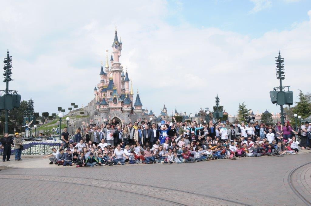 Une journée de rêve pour les 2500 enfants du Secours Populaire conviés pour célébrer les 25 ans du parc Disneyland Paris en présence deJulien Laupretre Président fondateur du Secours Populaire, de Veronica Antonelli,de Valérie Travailler, de Jean-Philippe Doux, de Damien Lauretta, de Jem Raphal.
