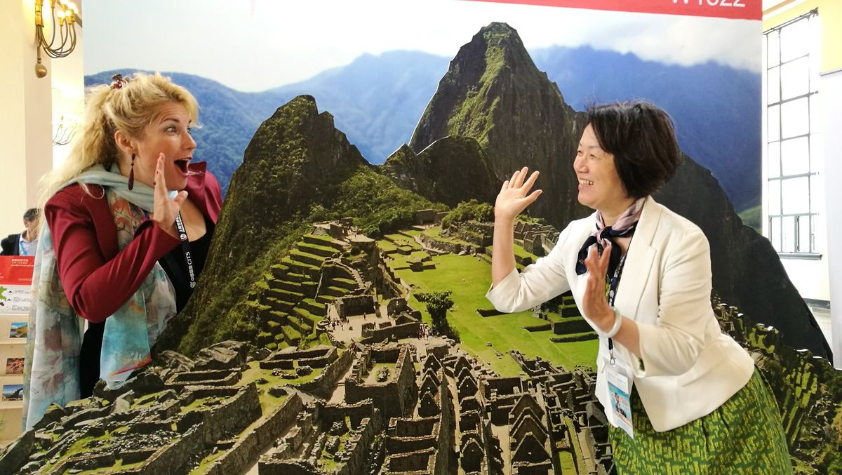 Veronica and the photographer Tchii in the mountains of Peru in #SWTF in Shanghai