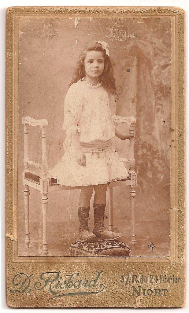 Mon AGM Alice ARNAULT (1897-1944) à gauche bébé, à droite à 6 ans - Archives personnelles