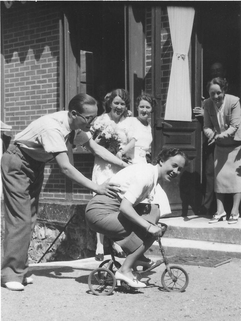Rires et jeu avec mon GP, sa demi-soeur Simone et mon AGM Alice tapant dans les mains vers 1935 - Archives personnelles