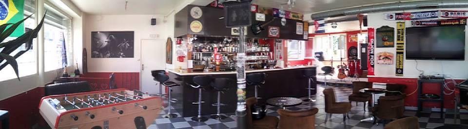La Comedia Michelet 88, rue Édouard Vaillant à Montreuil. Entrée libre, concerts au chapeau, flipper, fléchette et cour pour fumeurs.