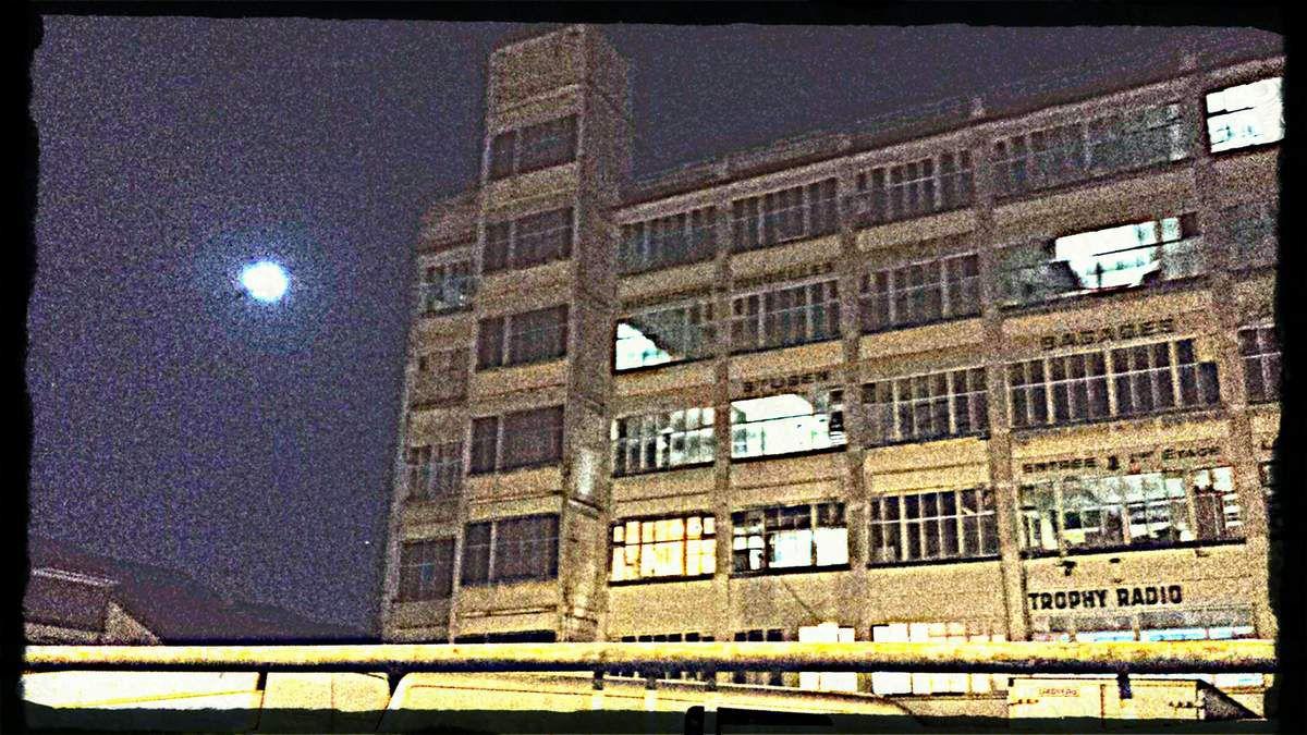La Jarry, par une nuit de pleine lune.