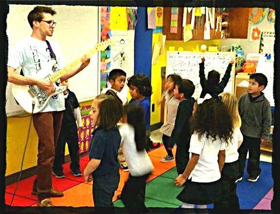La musique comme pilier de l'enseignement avec la Punk Rock Preschool.