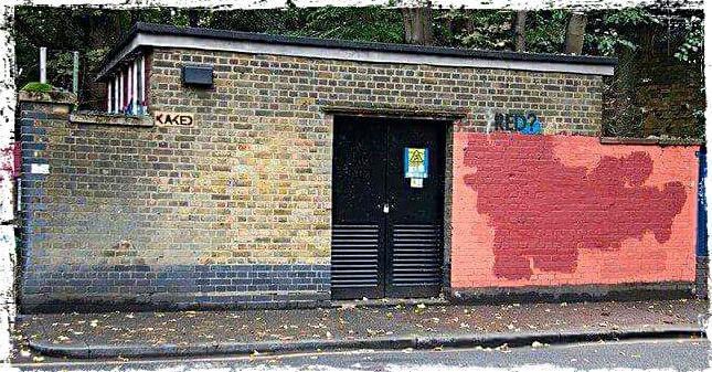 Gué-guerre rouge sang, entre MOBSTR et la voirie de Londres.