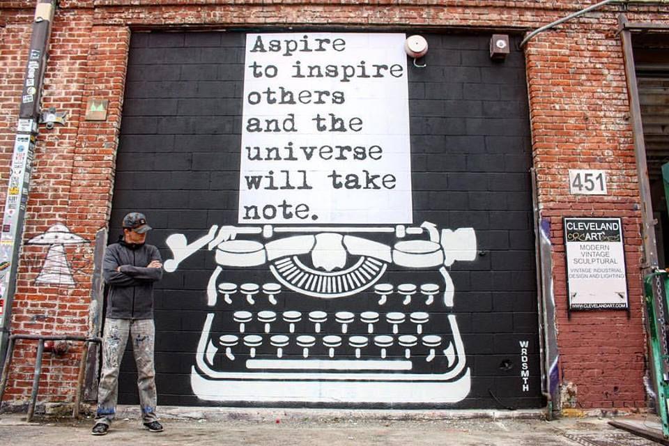 WRDSMTH, il écrivait des livres, il dessine sur les murs.