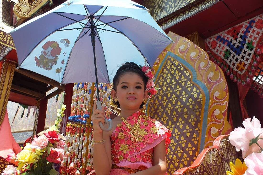 22 mai 2015: Udonthani: Parade de Kumpawapi (3e partie: Les chars)