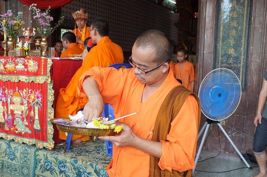 15 aout 2015: Udonthani. Cérémonie au Temple chinois