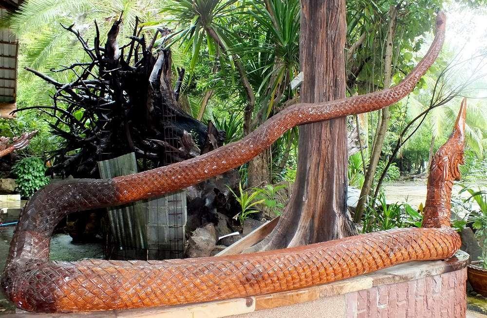 Udonthani : Le wat aux sculptures de bois.