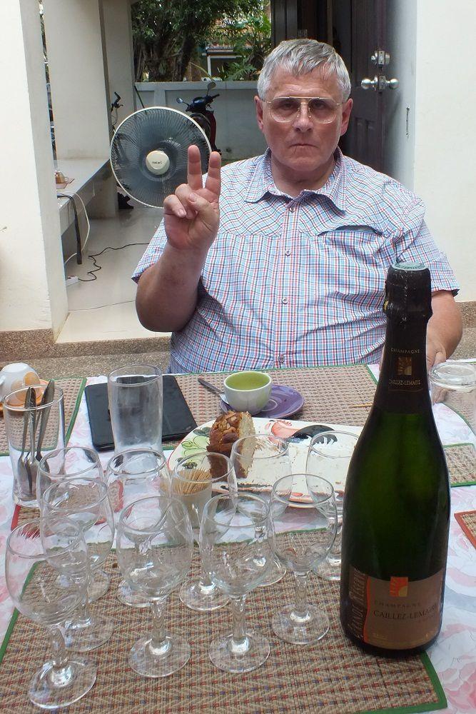 19 novembre 2015 : Udonthani : Sortie du Beaujolais nouveau