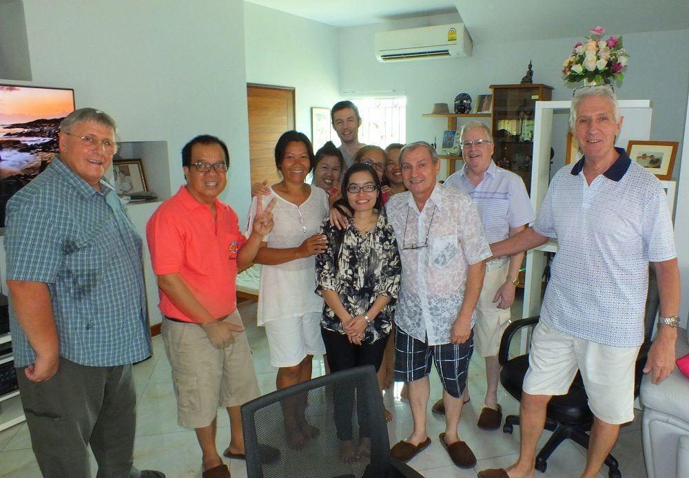2 avril 2016: Udonthani : Le Club des pantouflards se réunit