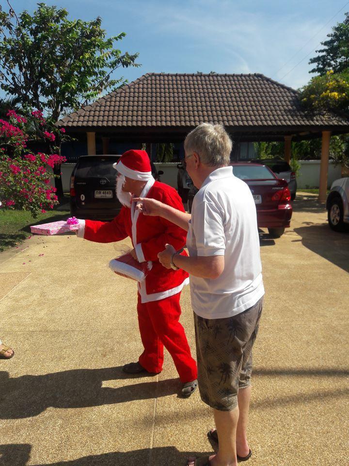 25 décembre 2016: Udonthani, les pantouflards se réunissent pour Noël.