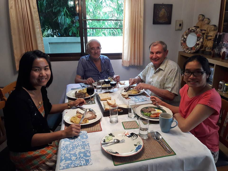 2 janvier 2017 udonthani repas avec yvon et louis le blog de patrick en thailande. Black Bedroom Furniture Sets. Home Design Ideas