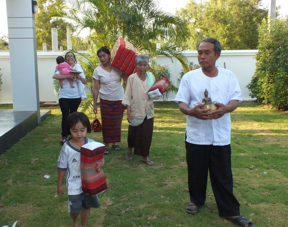 2 mars 2017:Udonthani. Petite cérémonie familiale à notre nouvelle maison.