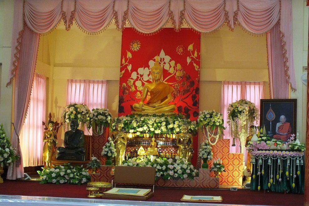 Udonthani. Préparatifs de la cérémonie des funérailles du moine Luang Poo Chan Sri