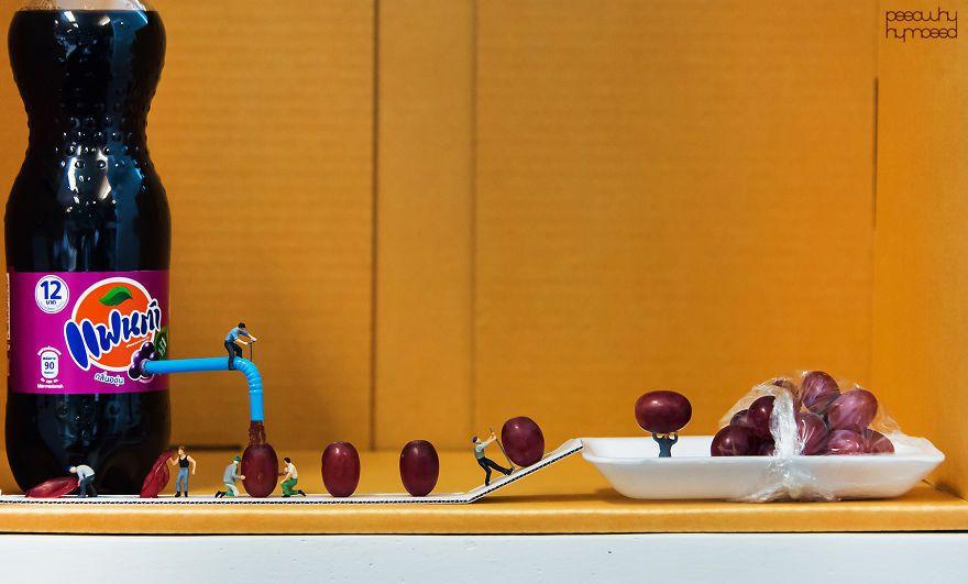 http://www.goldenmoustache.com/de-minuscules-figurines-interagissent-avec-les-objets-de-la-vie-quotidienne-133471/